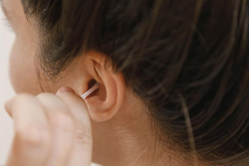 putting-cbd-oil-iside-of-the-ear